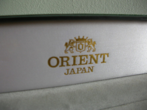 exclusivo y hermoso estuche para reloj marca orient