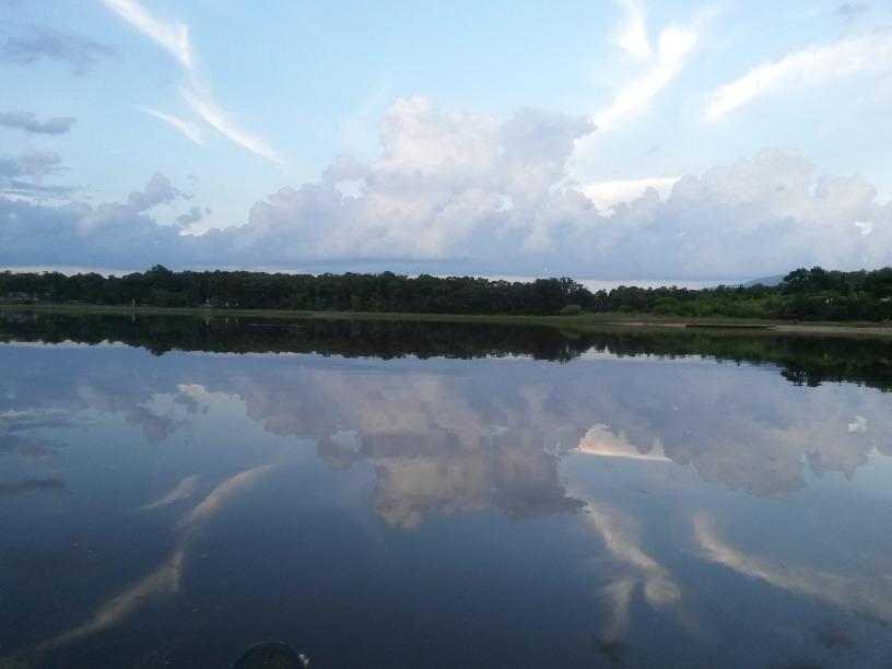 exclusivos terrenos sobre el arroyo solís grande
