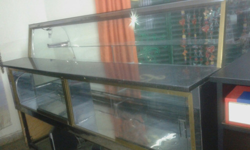 exhibidora de vidrio con luz