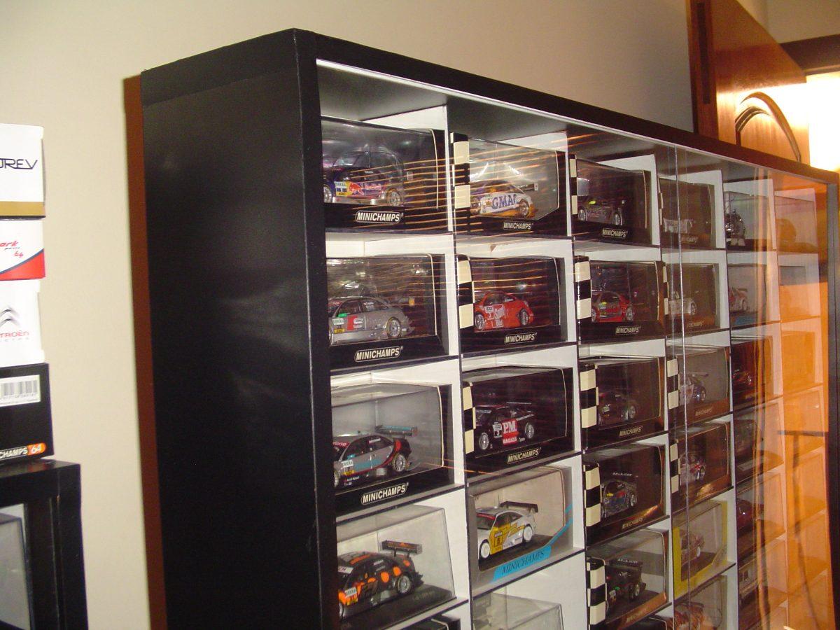 Armario Expositor De Vidro Com Chave : Expositor para miniaturas personalizada com