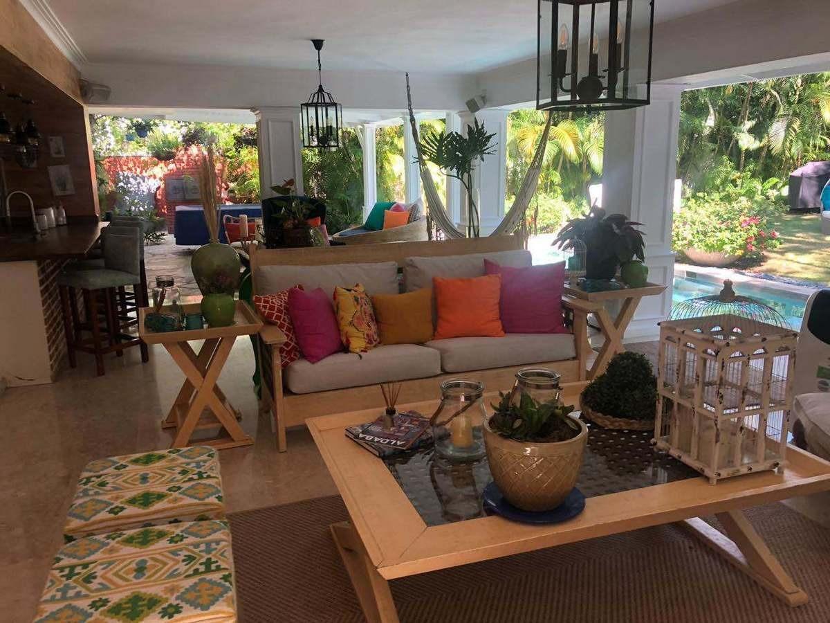 exquisita y moderna, 4 habitaciones, patio, piscina, etc. a minutos del centro
