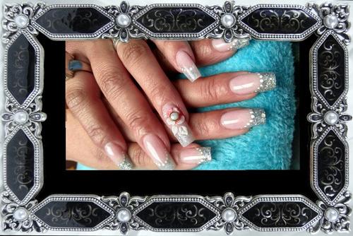 extensiones de uñas en acrílico