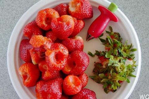 extractor de hojas y corazón de las fresas