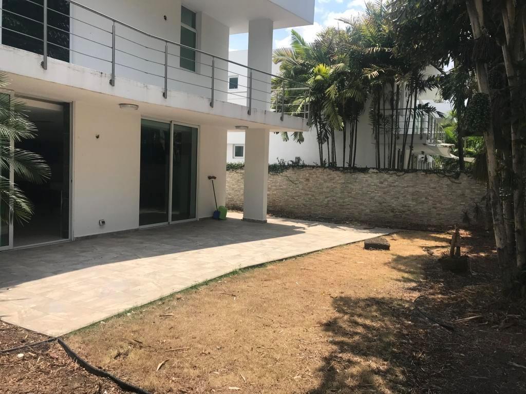 extraordinaria casa en venta en costa sur panama cv