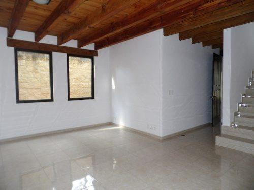 ¡extraordinaria inversión, casa remodelada a dos cuadras del centro de avándaro.