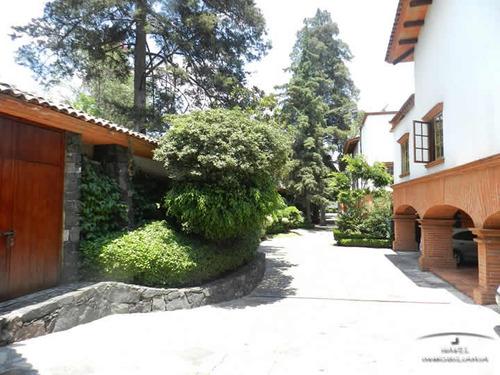 extraordinaria residencia dentro de un c.h. cav-2929