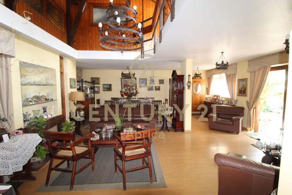 extraordinaria y amplia casa ubicada en las condes