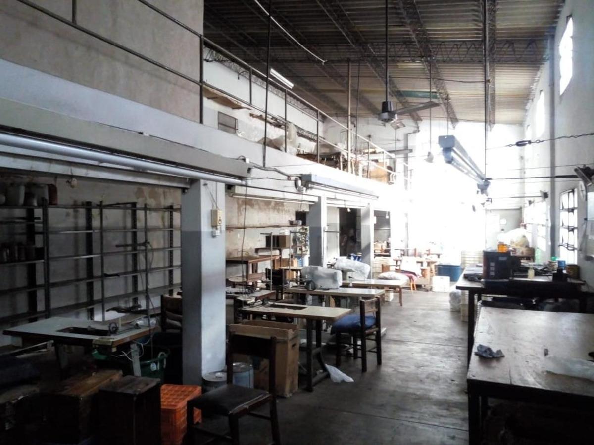 fabrica con departamento 2 ambientes, lomas de zamora.