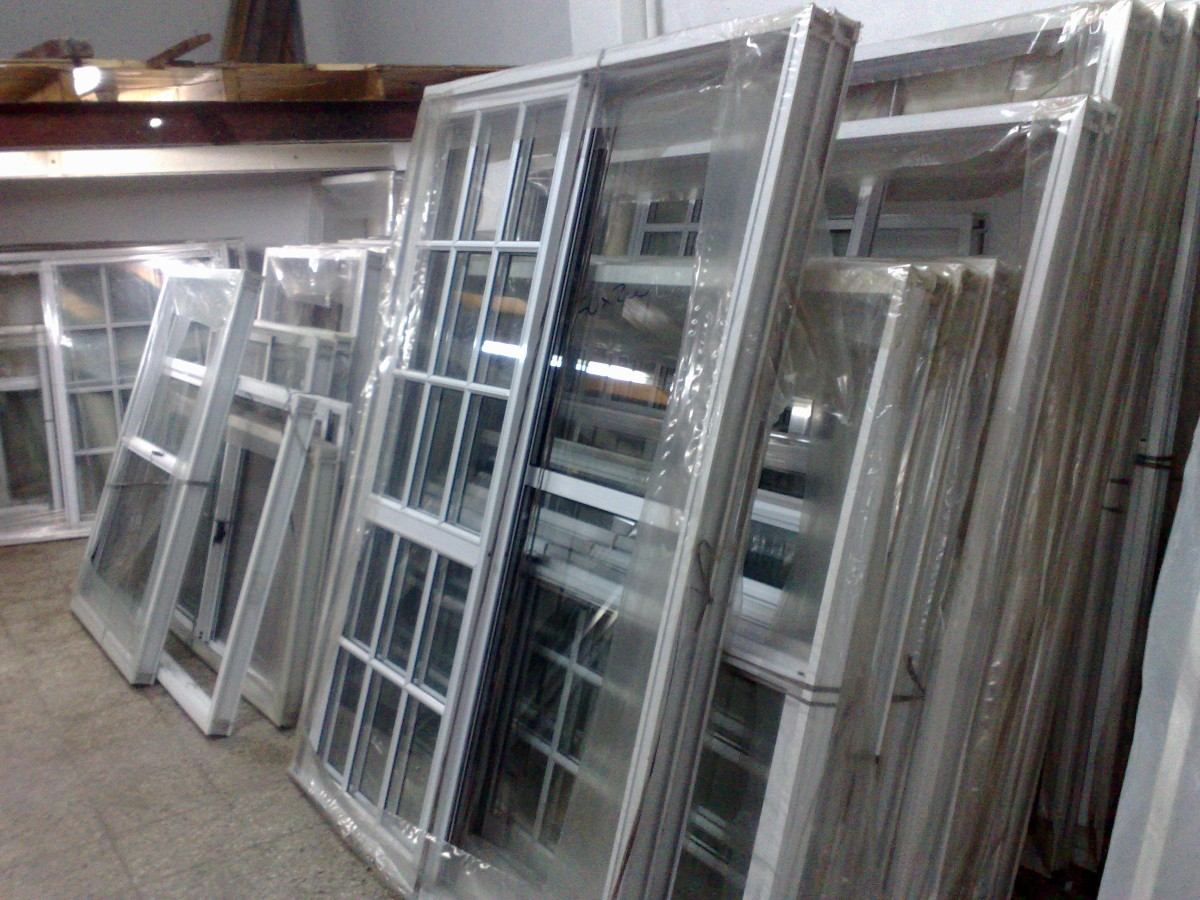 Ventanas y puertas interesting puertas madera maciza for Fabrica de puertas de aluminio