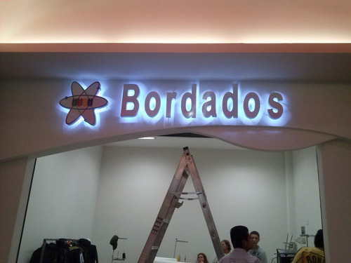 fabricación de anuncios luminosos