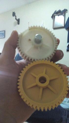 fabricación de engranajes repuestos y piezas plasticas