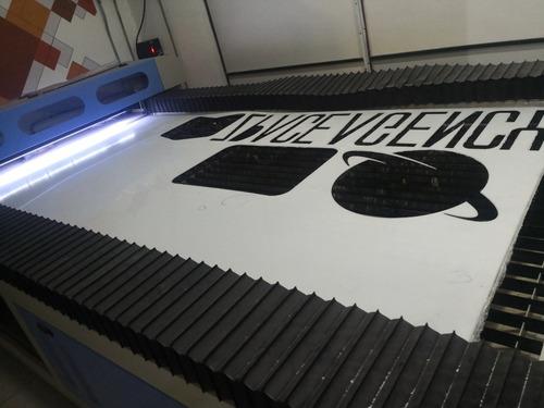 fabricación de letras 3d, muebles y anuncios luminosos