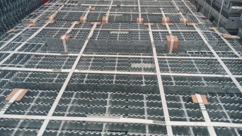 fabricación de peldaños de acero galvanizado escaleras