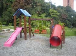 fabricación, mantenimiento de parques infantiles de madera
