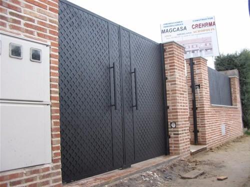 fabricacion mantenimiento de puertas enrollables y levadizas