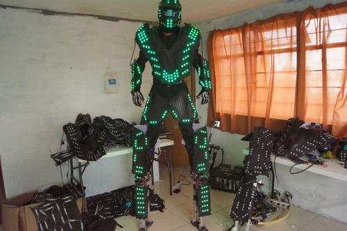 fabricación trajes de led robots uso en zancos multicolor