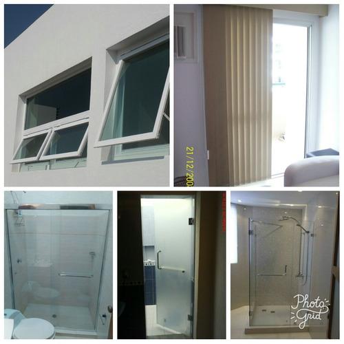fabricación y mantenimiento de puertas de baños y ventanas.