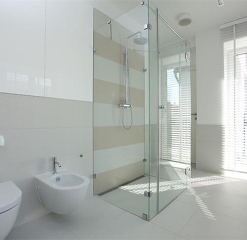 fabricación y reparación puertas de baño en vidrio