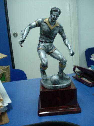 fabricamos todo tipo de trofeos, medallas, placas etc.