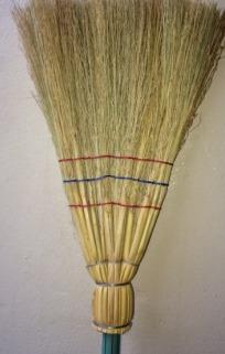 fabricante de vassoura de palha caipira em americana-sp