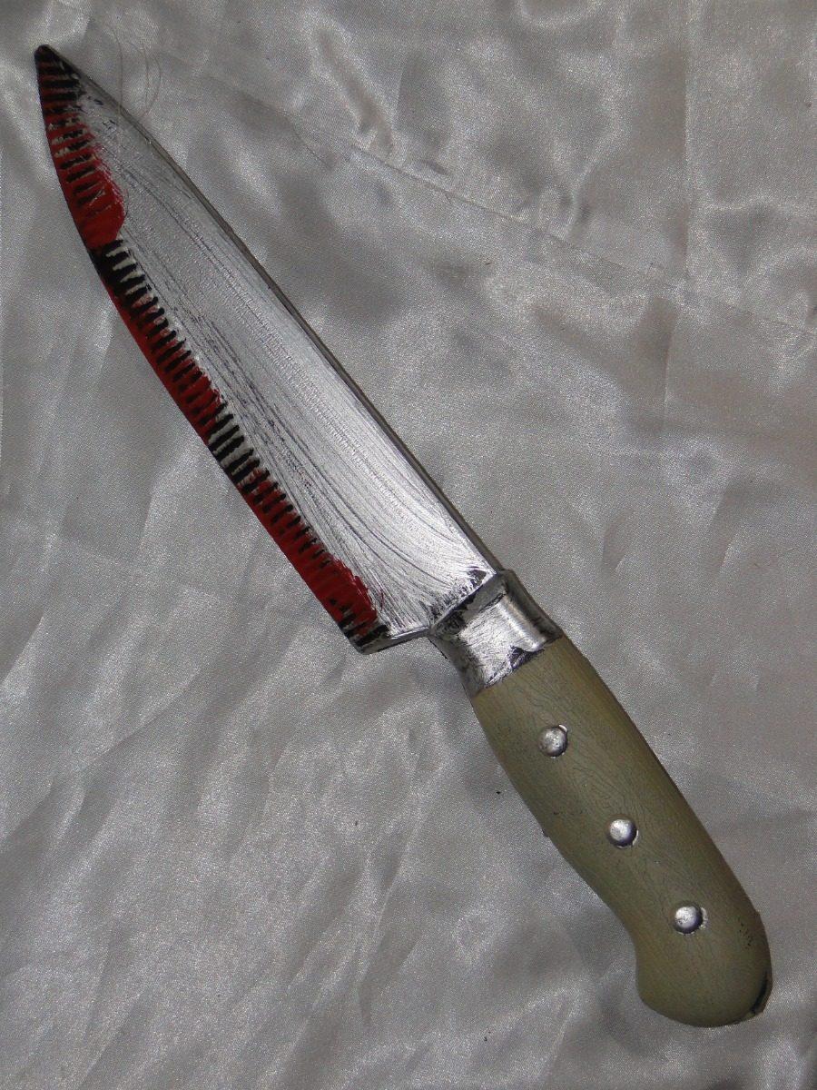 Resultado de imagem para faca com sabgue