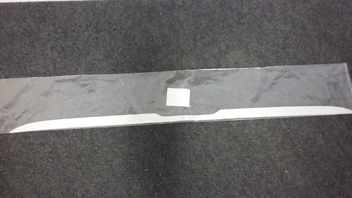 faixa adesiva cromada tampa tras. onix 13/ orig. gm-94754517
