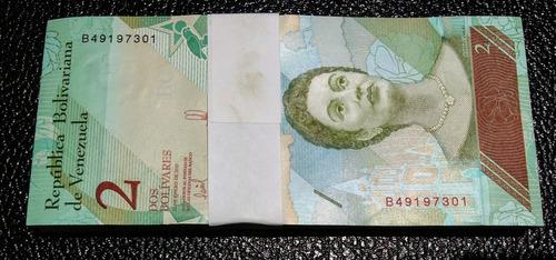 fajo de 100 billetes de 2 soberanos nuevos