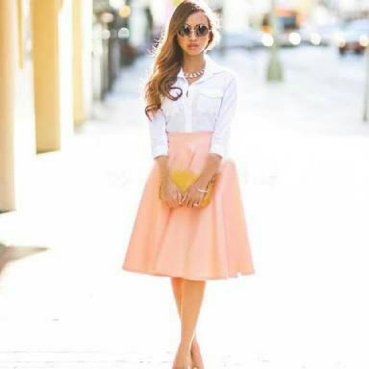 Falda negra en tienda de ropa 1 - 3 6