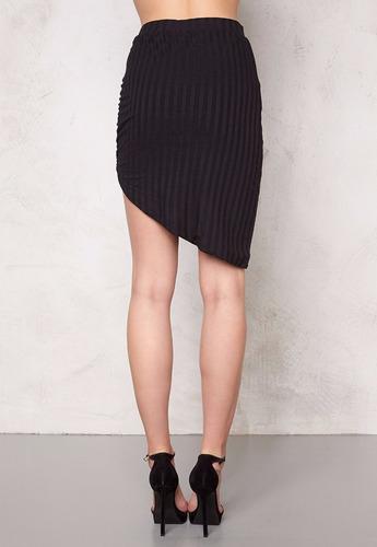 falda corta color negro divided moda