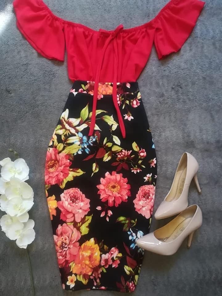 9721c758b2 Falda Lapiz Roja Con Flores Azules Y Amarillas -   195.00 en Mercado ...