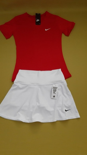 falda short con camiseta cuello v talla unica