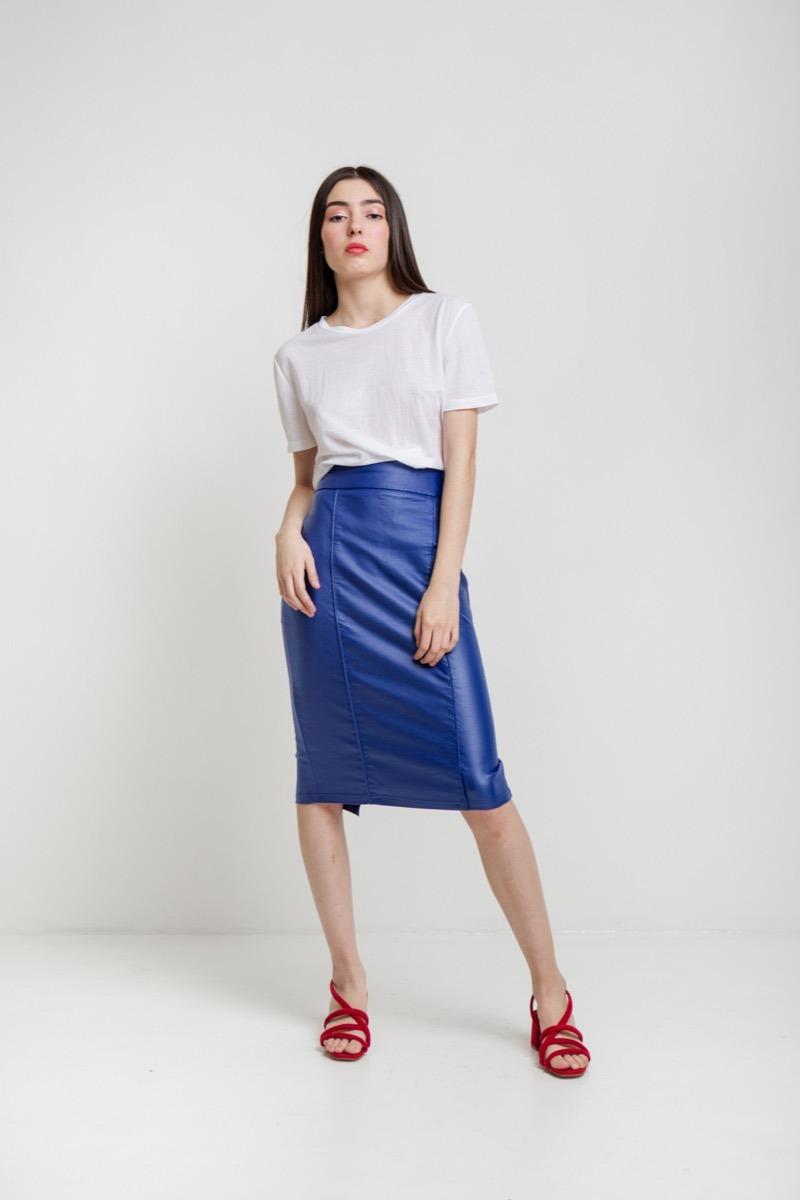 89e79424d1c falda tubo color azul vinipiel pegado al cuerpo dama mujer. Cargando zoom.