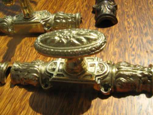 fallebas picaporte de bronce macizas talladas.
