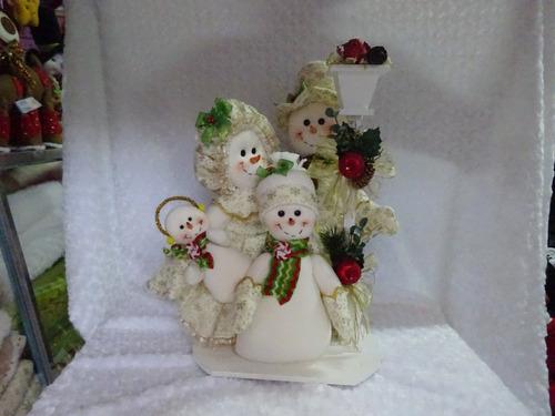 familia nieves navideña