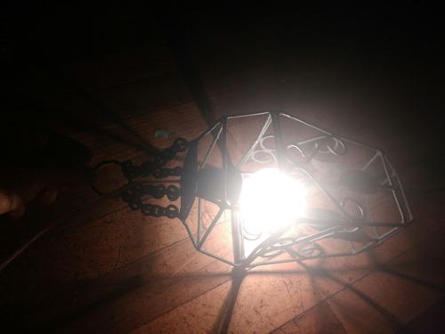 farol antiguo de fierro, lámpara antigua, aplique, luz