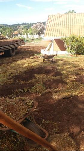 faz plantios de grama e jardinagem