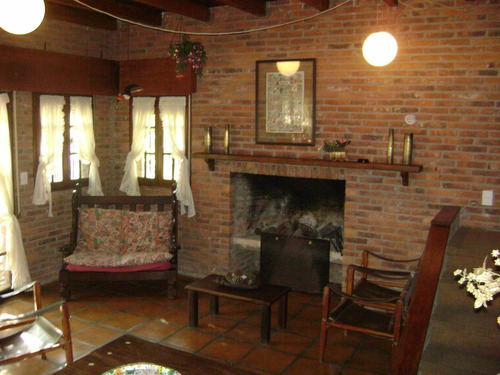 febrero-dueña alquila casa en cefiro esq banes de troya  cr