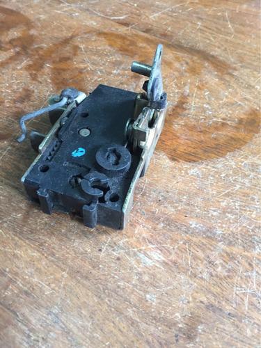 fechadura manual peugeot 106 lado direito passageiro