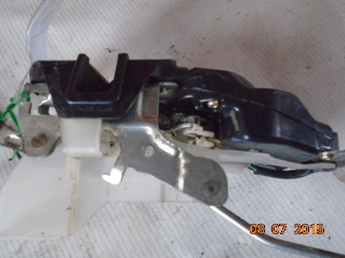 fechadura porta dianteira direita carona corolla  93 a 97