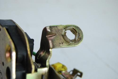 fechadura porta tras corsa sedan wagon 4p 92 96 90229916