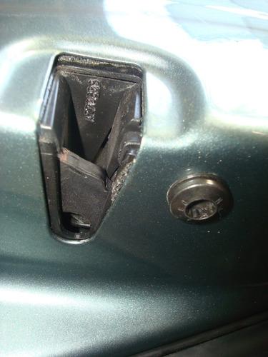 fechadura porta traseira lado esquerdo  polo  2009