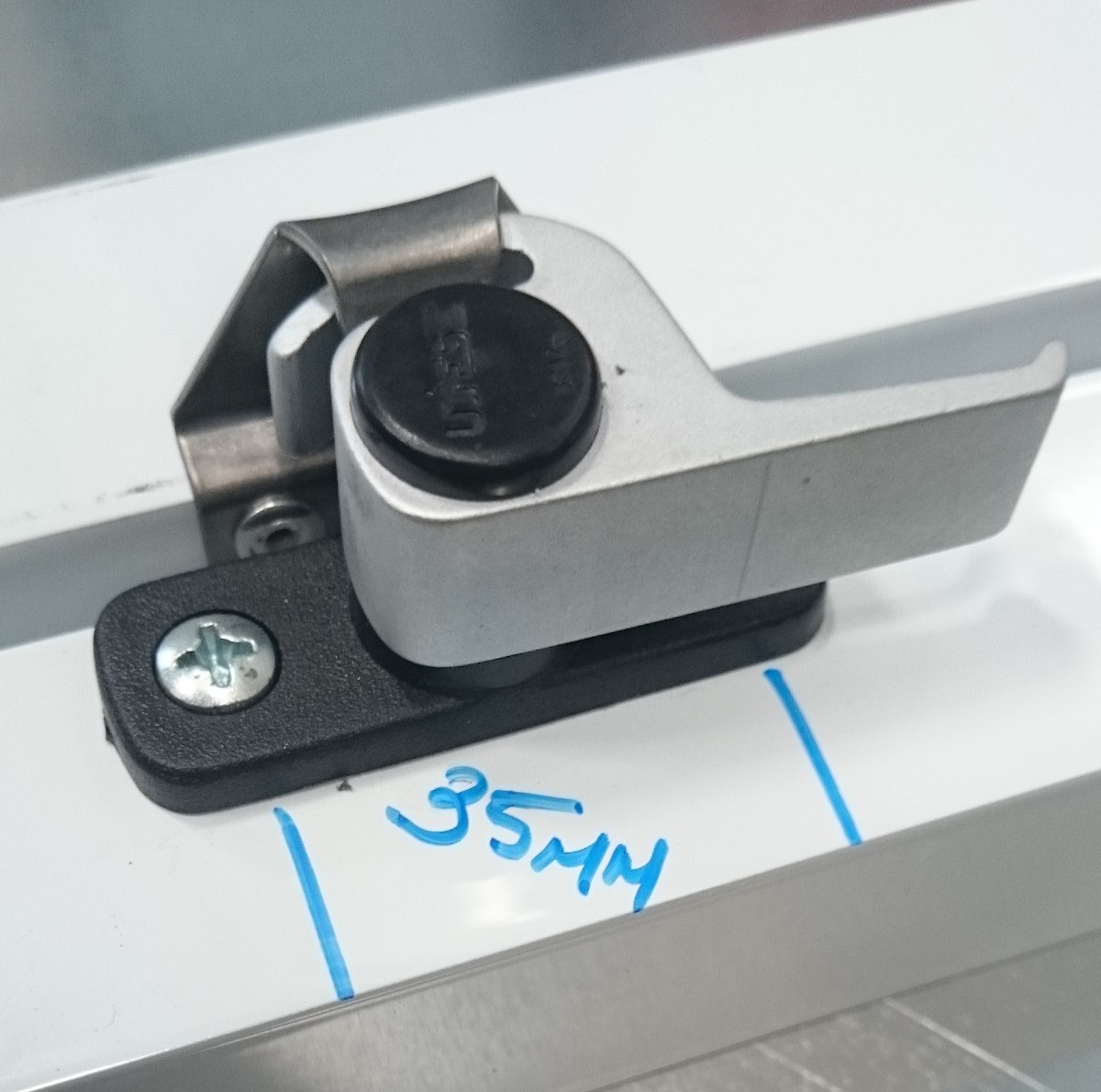 #1682B5 Fecho Orelha Para Janela Ou Porta De Alumínio (2 Peças) R$ 24 00  4088 Fecho Japones Janela De Aluminio