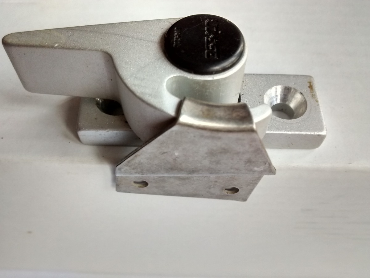 #261E1A Fecho Trava Orelha/ Porta Ou Janela De Alumínio (ref: 485) R$ 19 00  928 Onde Comprar Porta E Janela De Aluminio