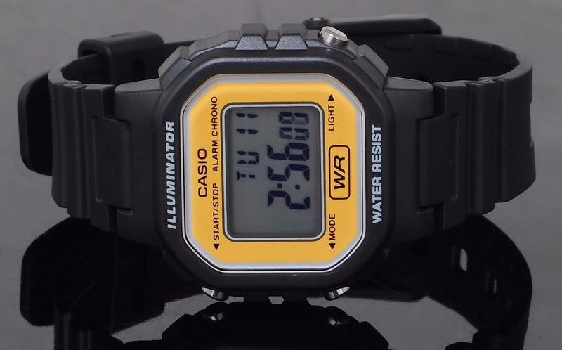 4c30ef5e5aa Relógio Feminino Casio Retrô Esportivo Preto Digital Pequeno - R ...