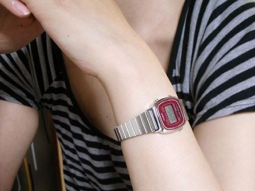 feminino mini) relógio casio