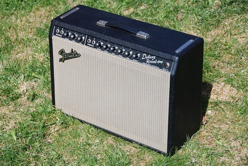 fender deluxe reverb amp, incluye footswitch y flight case.