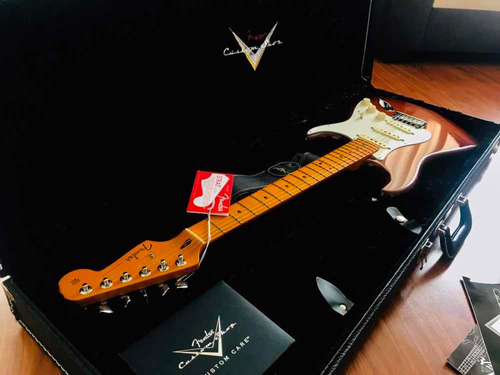 fender stratocaster deluxe custom shop