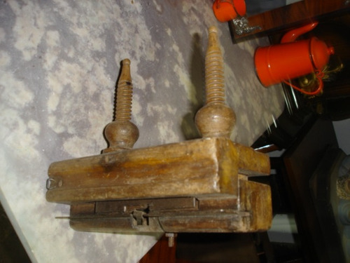ferramenta antiga de marcineiro