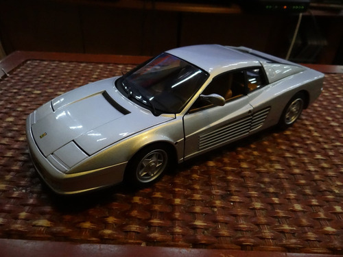 ferrari testarossa  1 18 hot wheels elite
