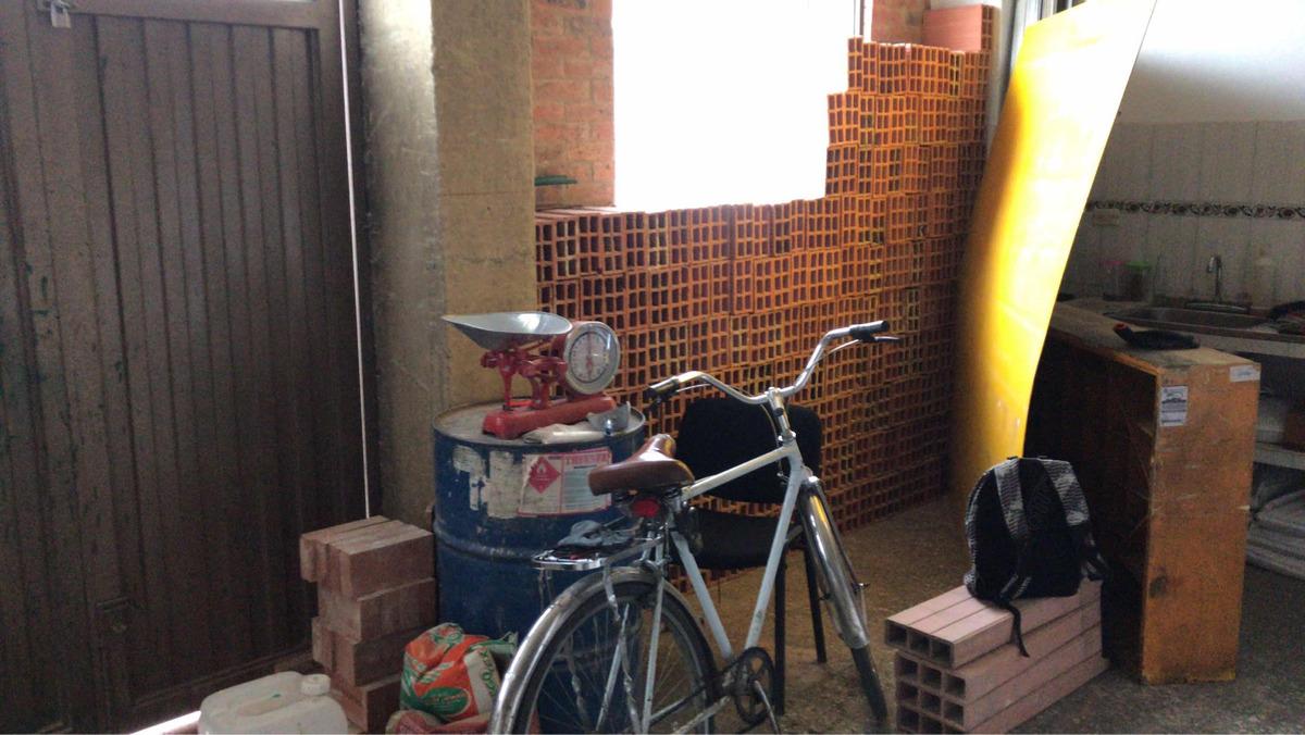 ferretería y depósito de materiales de construcción
